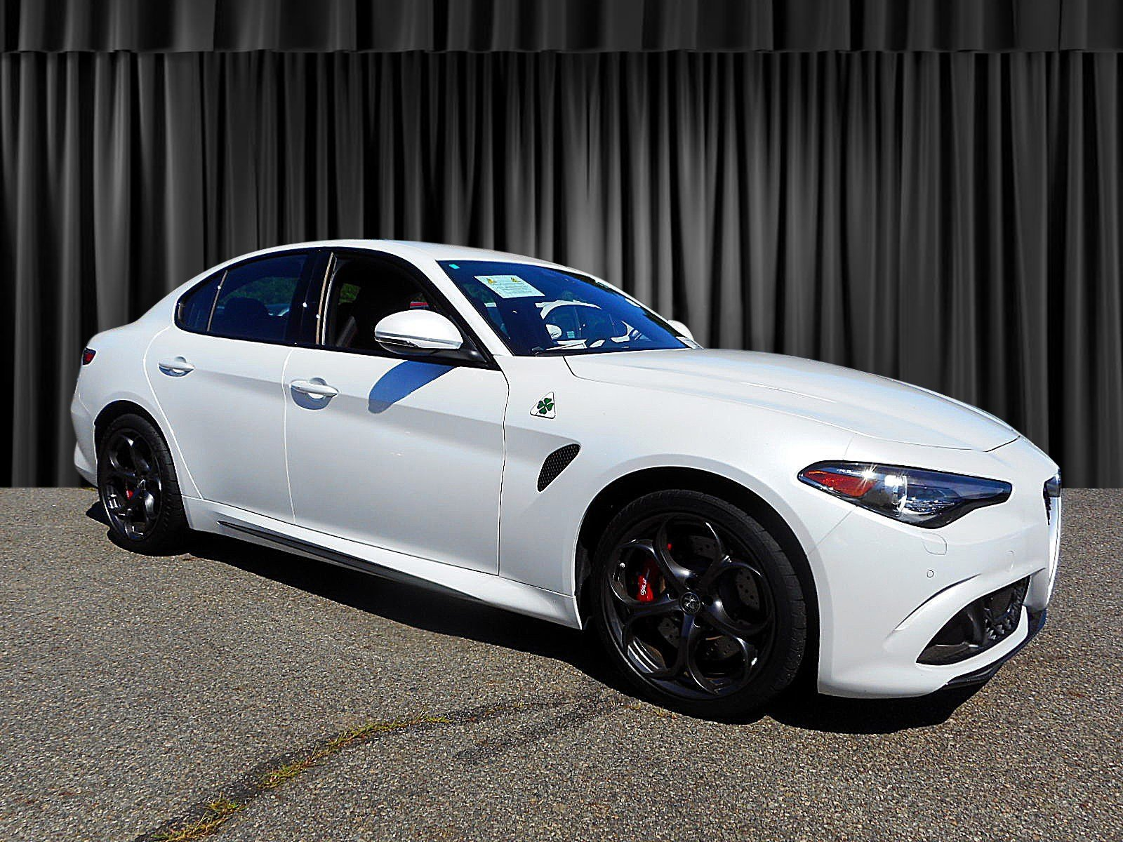 2017 alfa romeo giulia quadrifoglio black in 2018 alfa romeo. Black Bedroom Furniture Sets. Home Design Ideas
