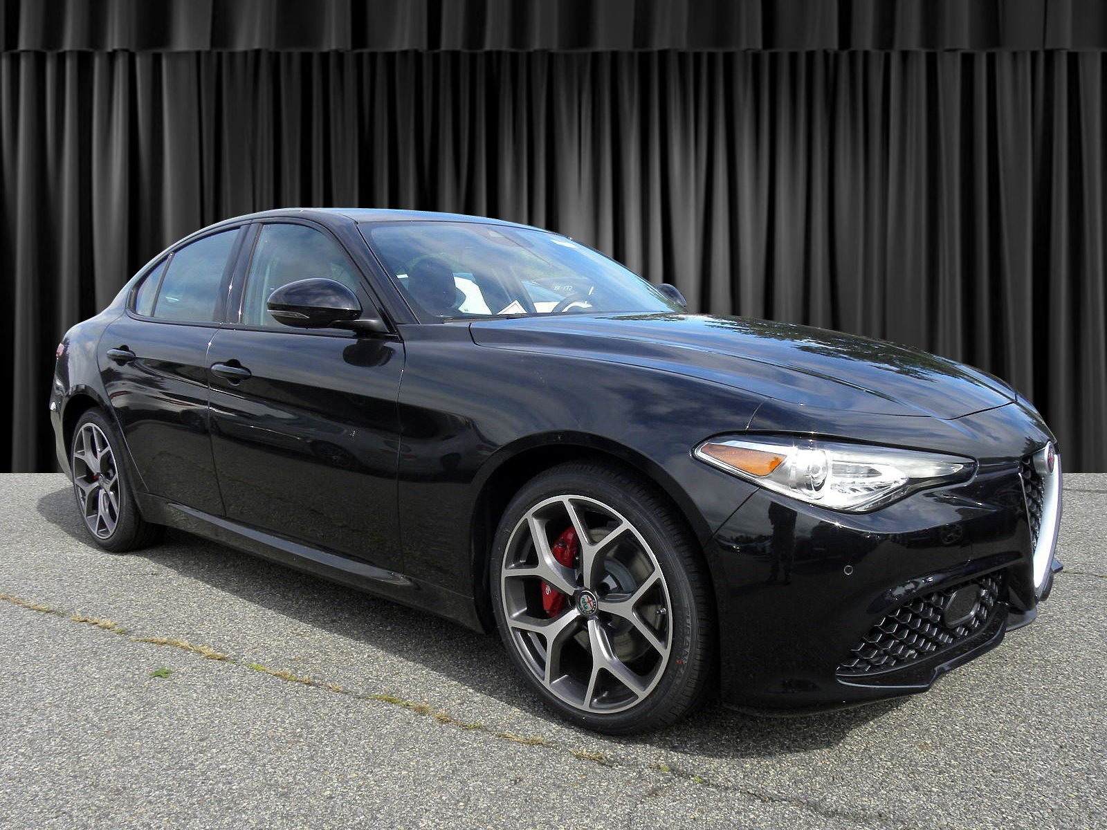 New 2018 Alfa Romeo Giulia Ti 4D Sedan in Whippany IA469